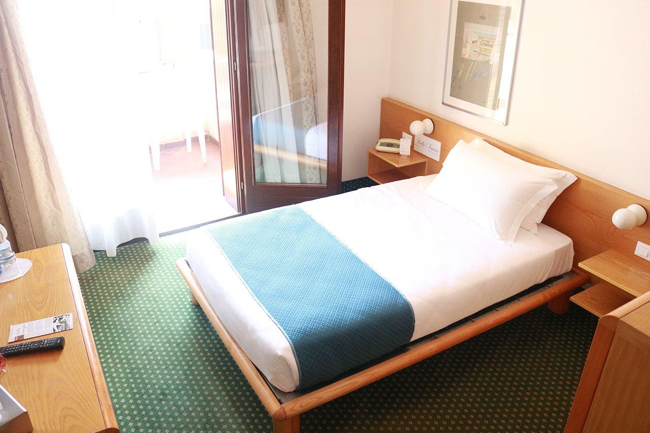 Le camere dell 39 hotel bella venezia di latisana - Camera letto singolo ...